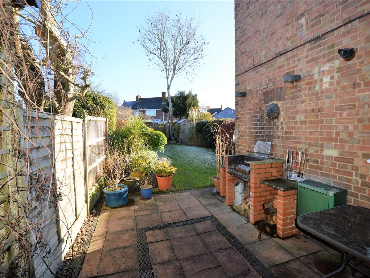 3 bedroom  House - Semi-Detached for sale in Dunstable - Slide 15