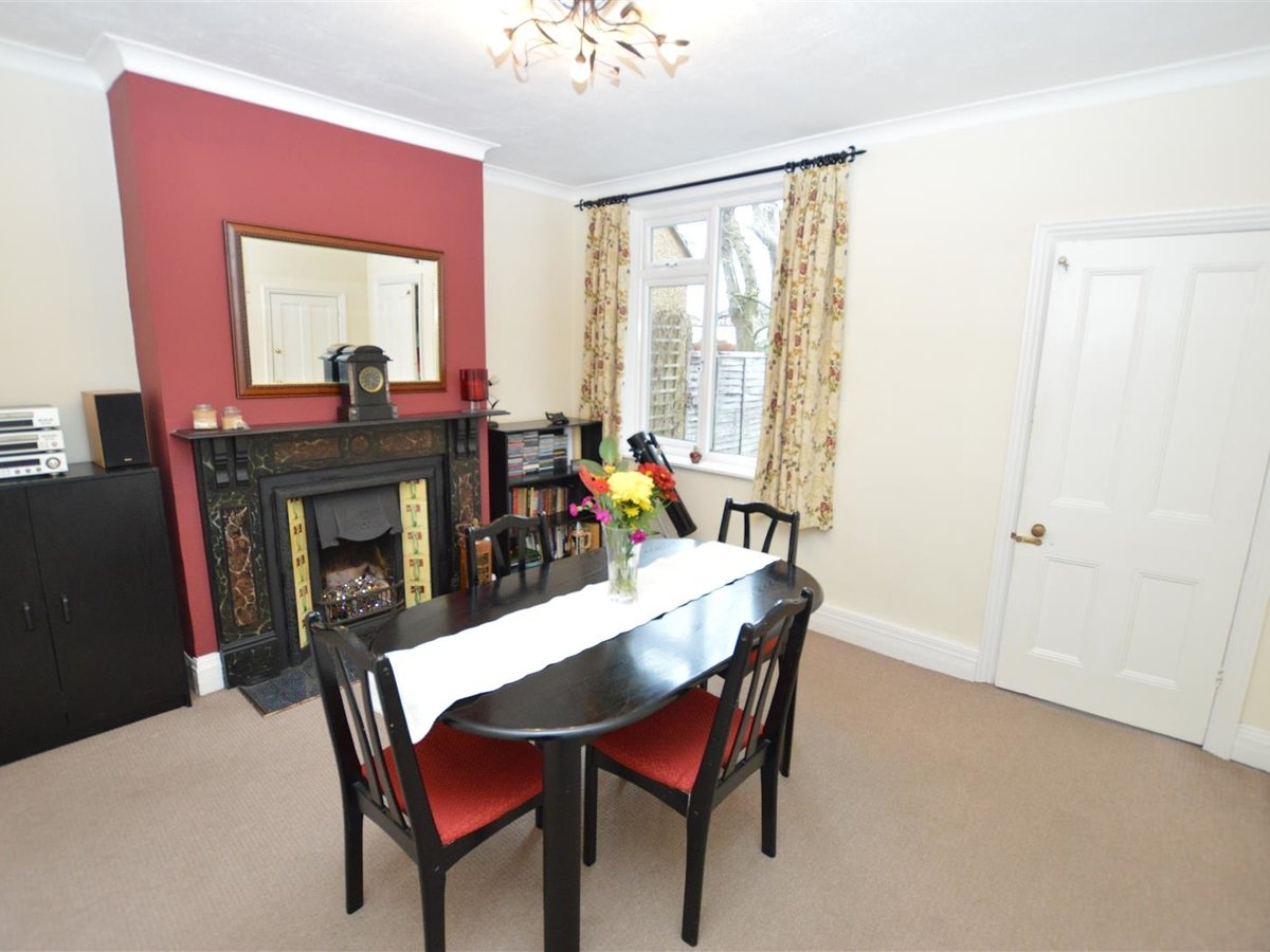 3 bedroom  House - Semi-Detached for sale in Dunstable - Slide 5