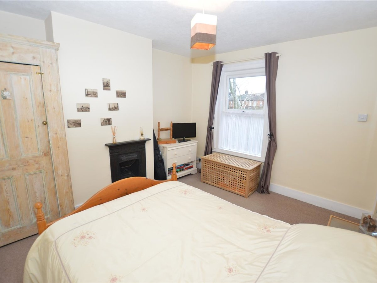 3 bedroom  House - Semi-Detached for sale in Dunstable - Slide 12