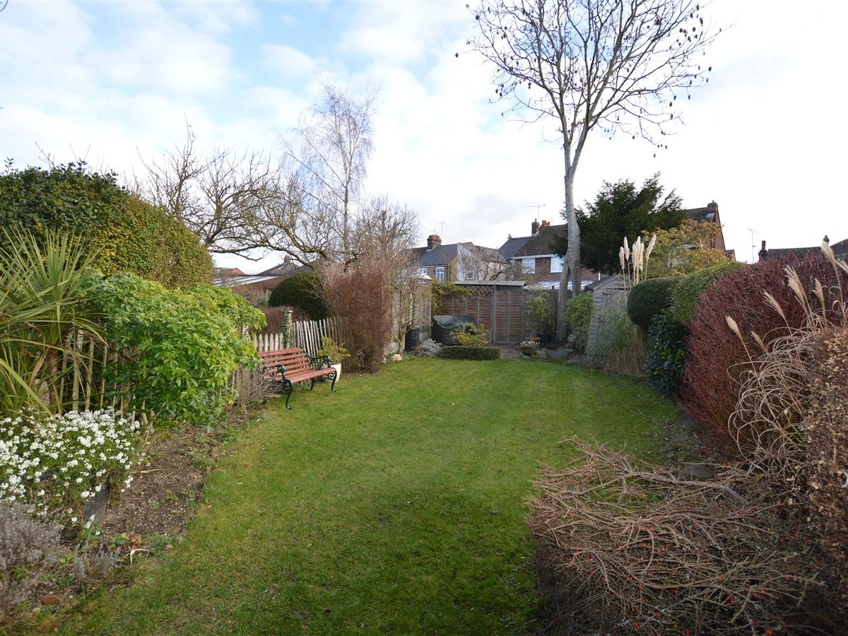 3 bedroom  House - Semi-Detached for sale in Dunstable - Slide 14