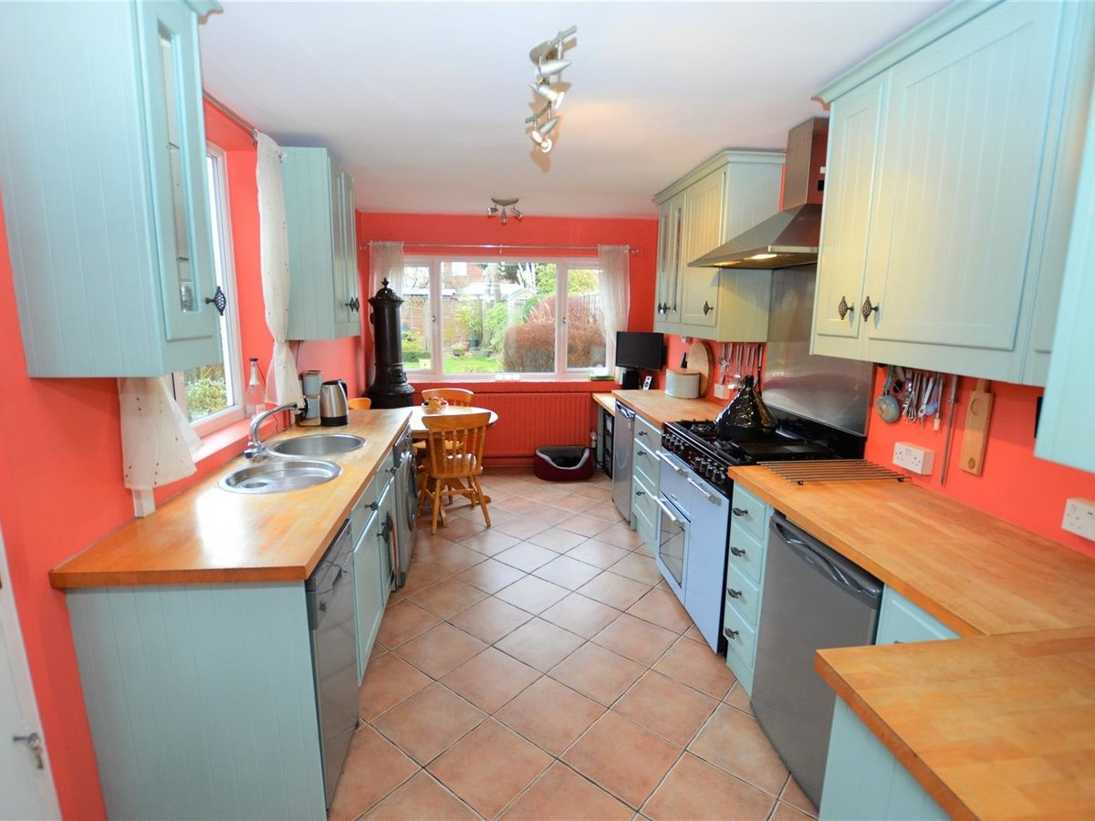 3 bedroom  House - Semi-Detached for sale in Dunstable - Slide 6