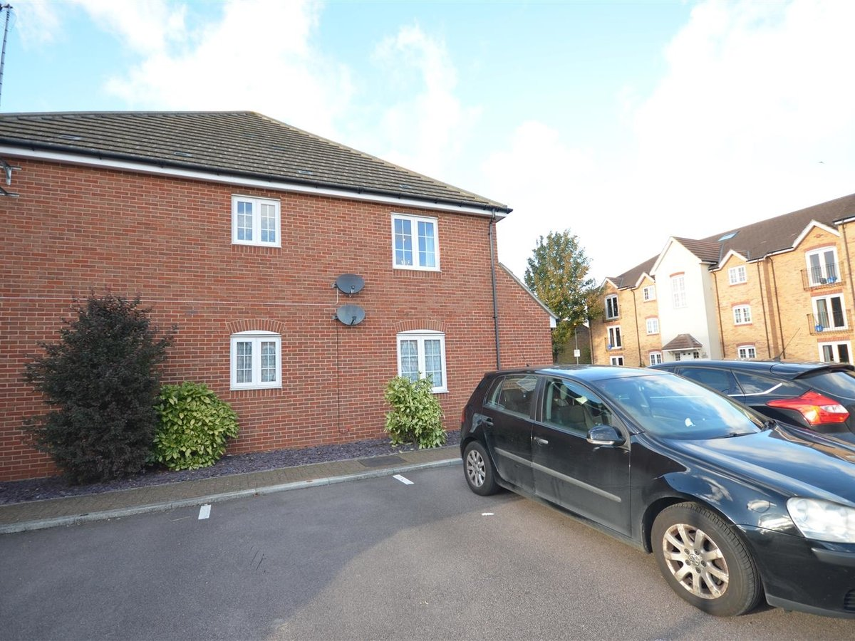2 bedroom  Maisonette for sale in Aylesbury - Slide 6