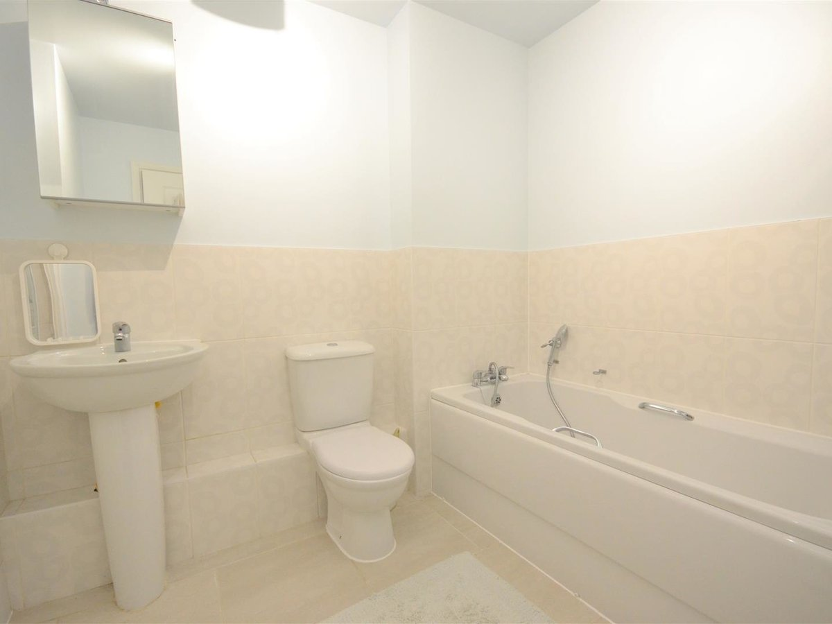2 bedroom  Maisonette for sale in Aylesbury - Slide 11