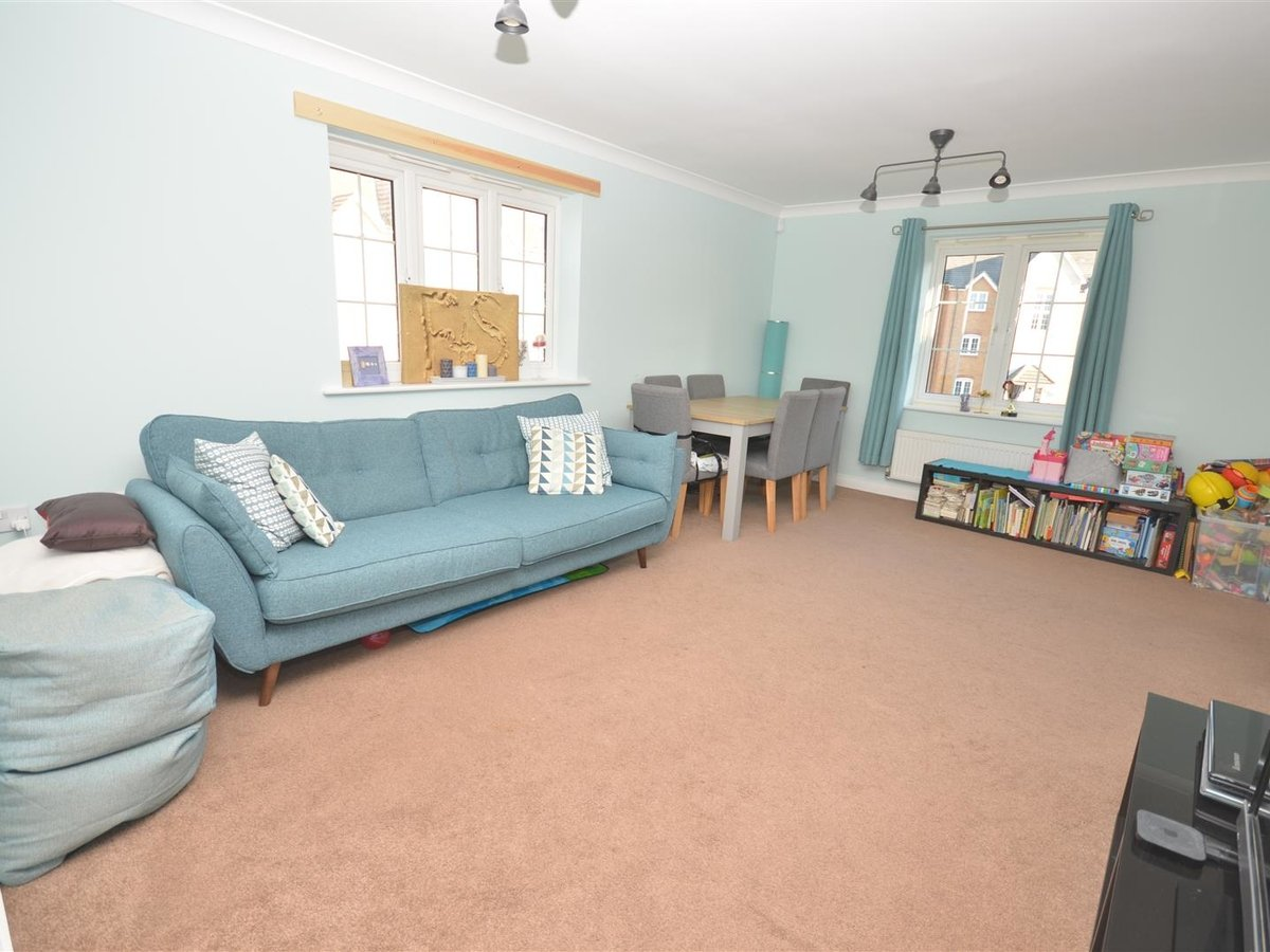 2 bedroom  Maisonette for sale in Aylesbury - Slide 2