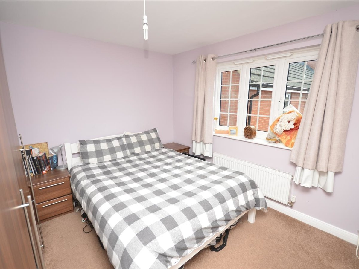 2 bedroom  Maisonette for sale in Aylesbury - Slide 7