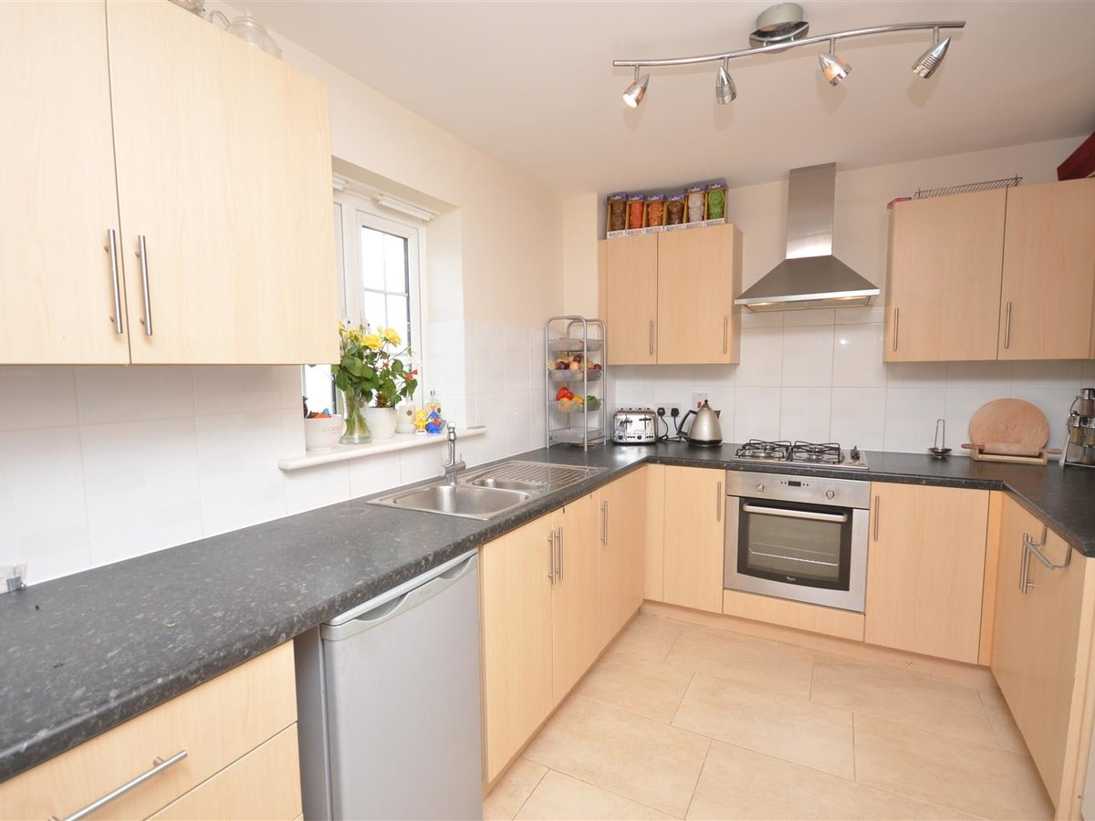 2 bedroom  Maisonette for sale in Aylesbury - Slide 1