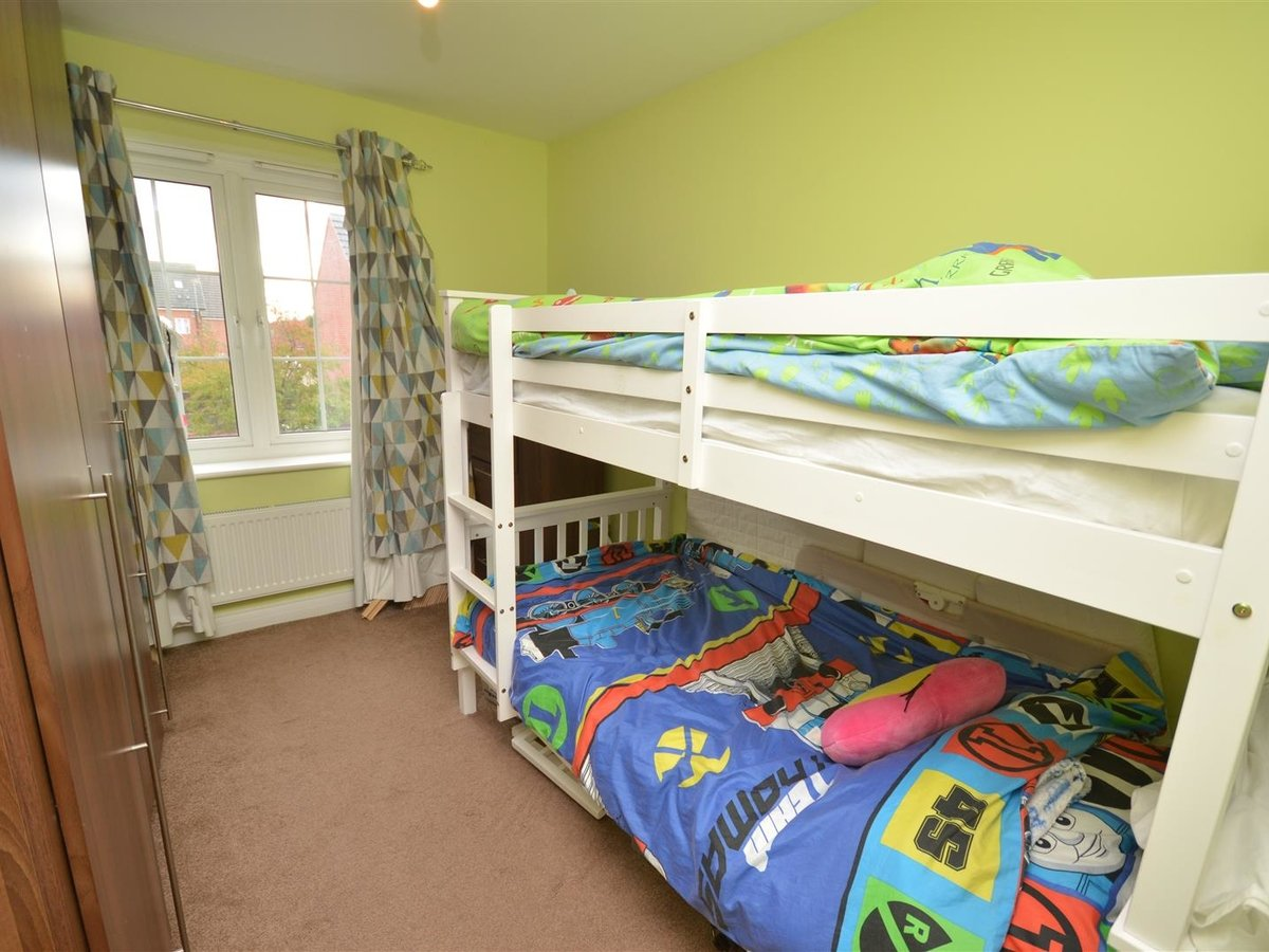 2 bedroom  Maisonette for sale in Aylesbury - Slide 9