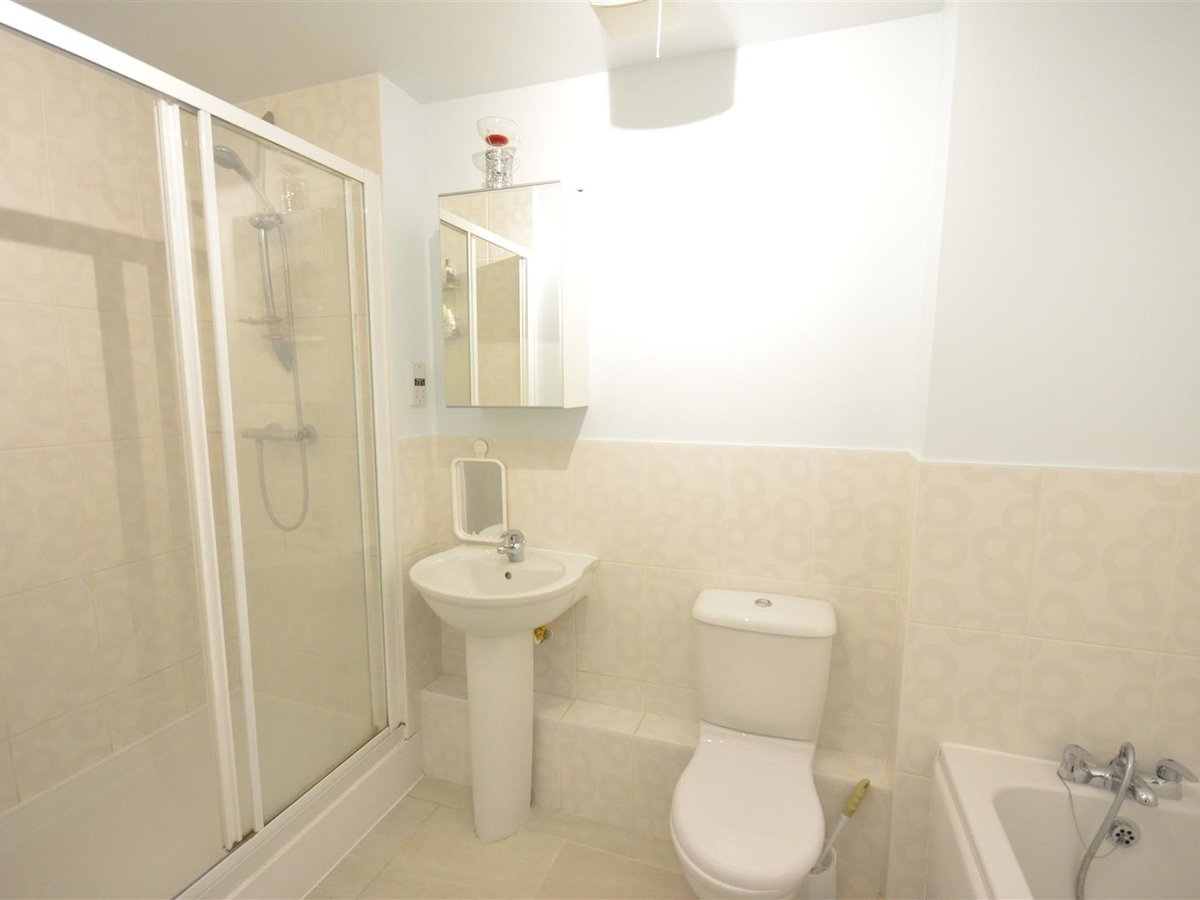 2 bedroom  Maisonette for sale in Aylesbury - Slide 10