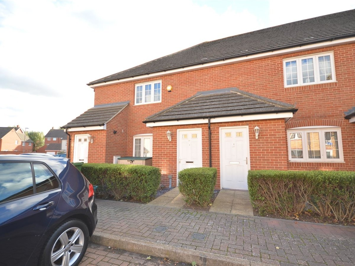 2 bedroom  Maisonette for sale in Aylesbury - Slide 3