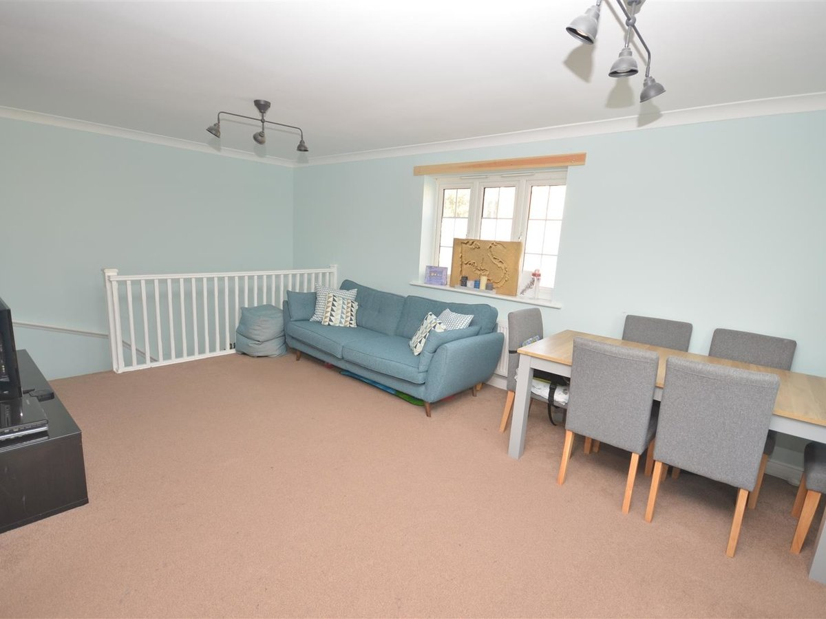 2 bedroom  Maisonette for sale in Aylesbury - Slide 5