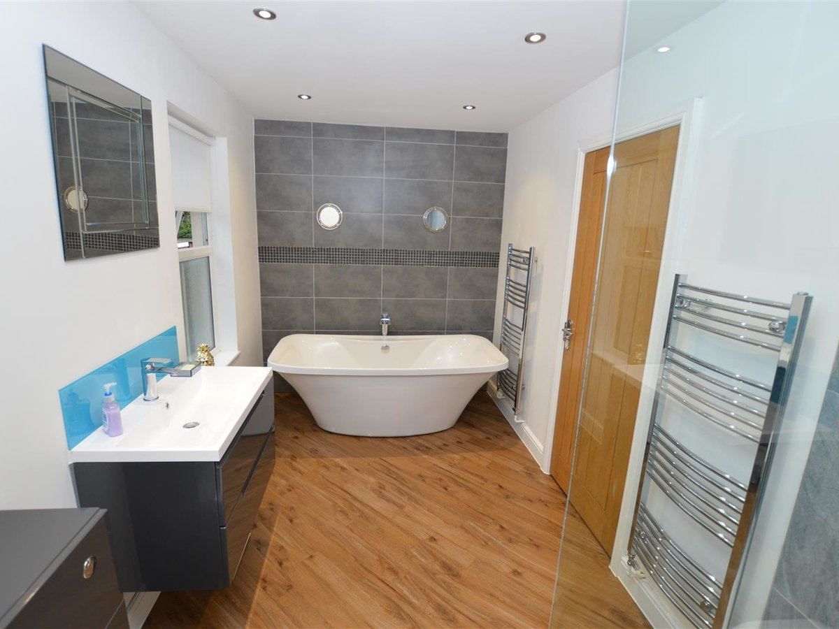 5 bedroom  House - Semi-Detached for sale in Dunstable - Slide 4