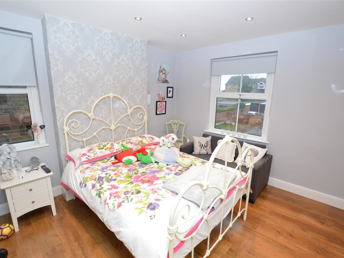 5 bedroom  House - Semi-Detached for sale in Dunstable - Slide 16