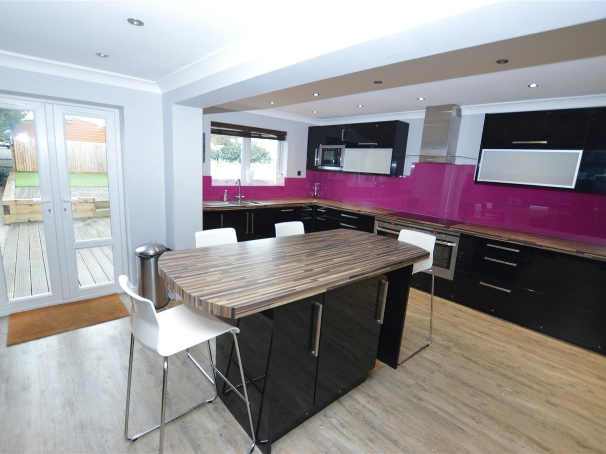 5 bedroom  House - Semi-Detached for sale in Dunstable - Slide 12