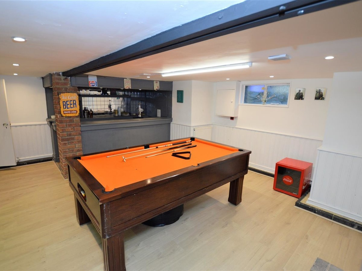 5 bedroom  House - Semi-Detached for sale in Dunstable - Slide 21