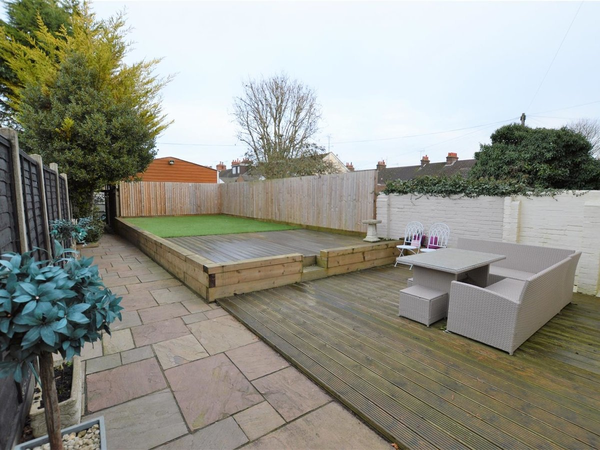 5 bedroom  House - Semi-Detached for sale in Dunstable - Slide 23