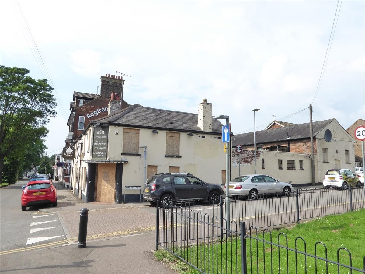 6 bedroom  CommercialProperty for sale in High Street South - Slide 2