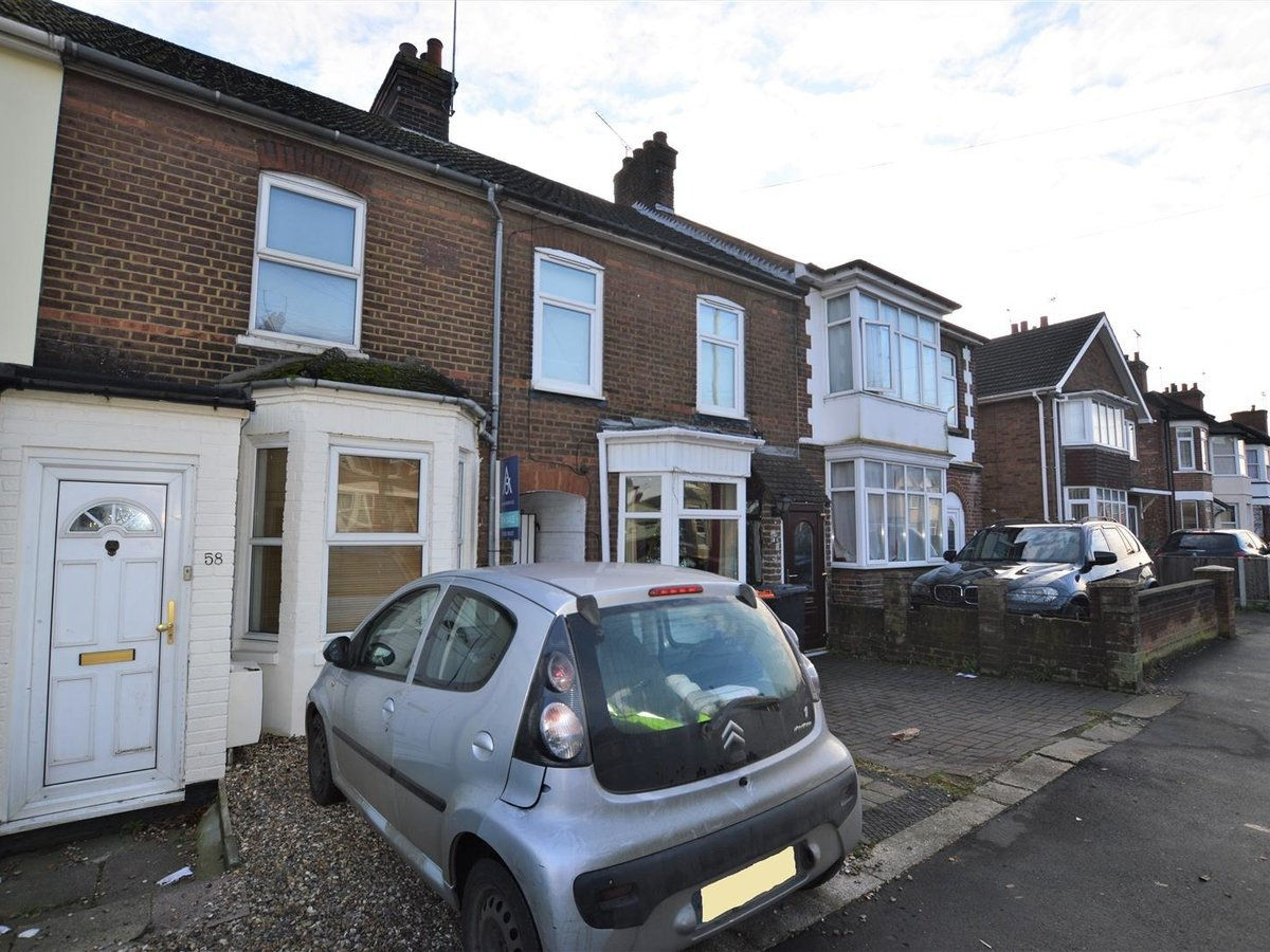 2 bedroom  House - Mid Terrace for sale in Dunstable - Slide 13