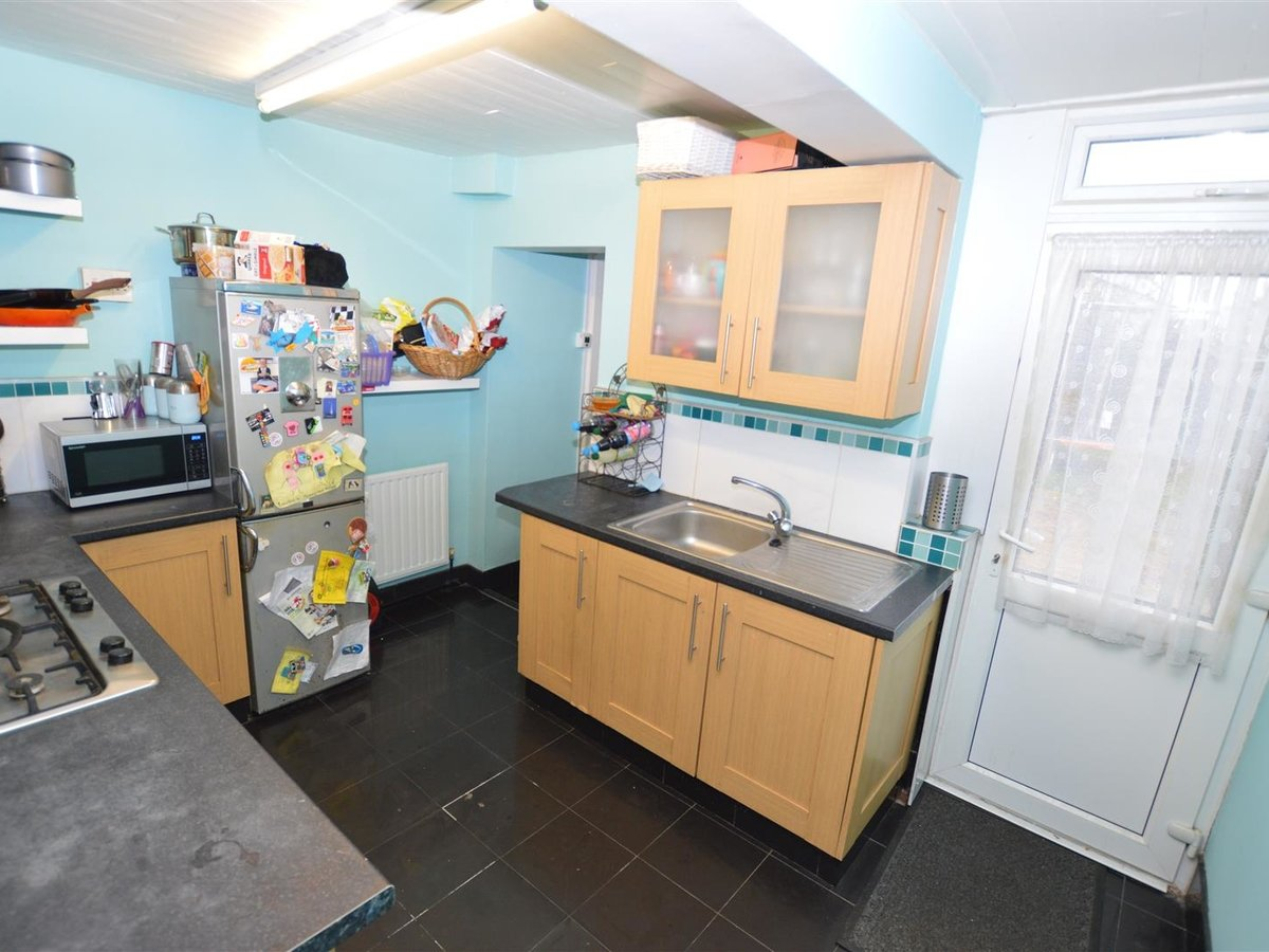 2 bedroom  House - Mid Terrace for sale in Dunstable - Slide 2