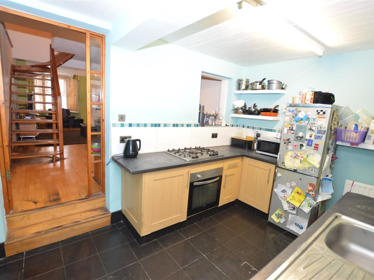 2 bedroom  House - Mid Terrace for sale in Dunstable - Slide 8