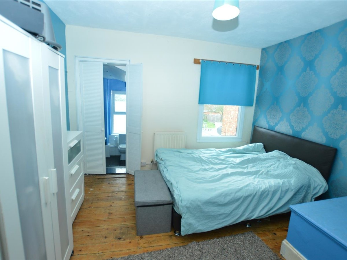 2 bedroom  House - Mid Terrace for sale in Dunstable - Slide 9