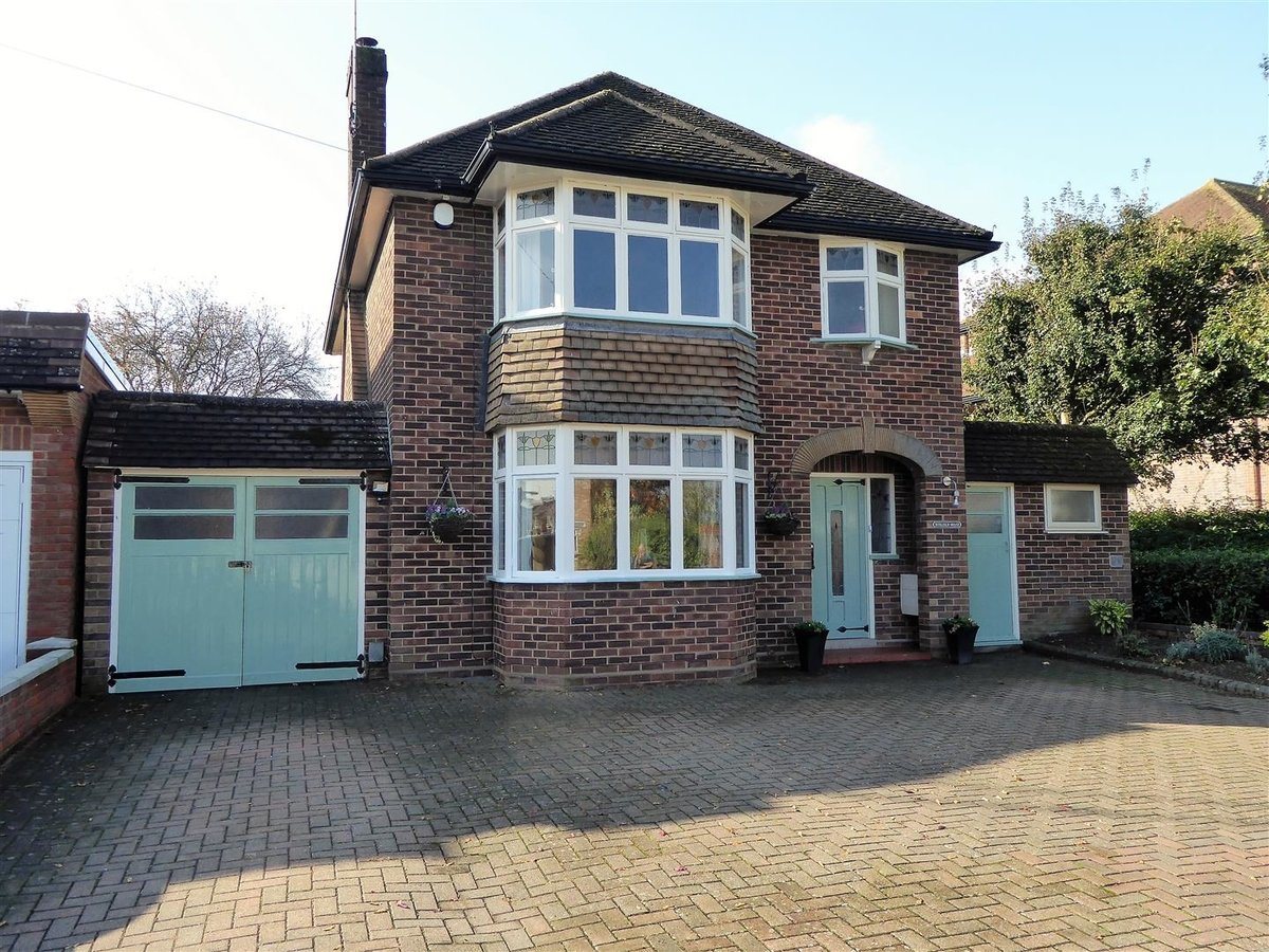 House - Detached for sale in Dunstable - Slide 1