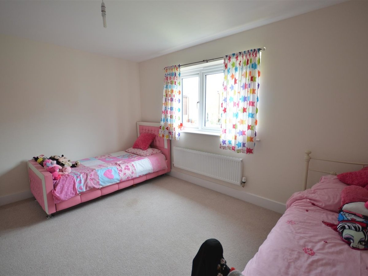 House - Semi-Detached for sale in Aylesbury - Slide 12