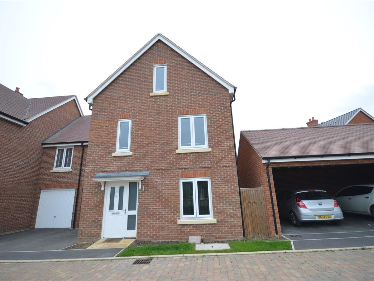 House - Semi-Detached for sale in Aylesbury - Slide 17