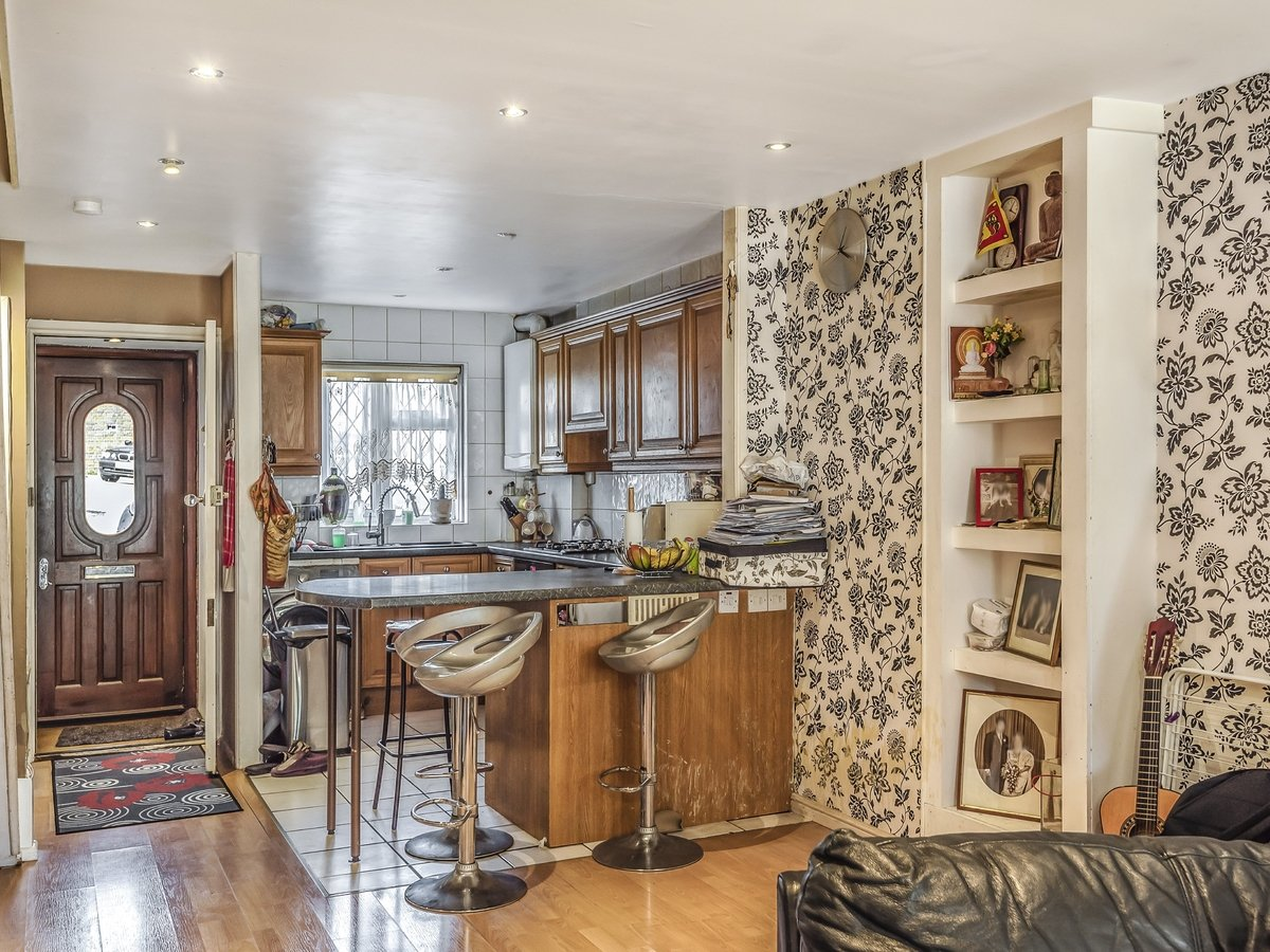 3 bedroom  House for sale in Northolt - Slide 4