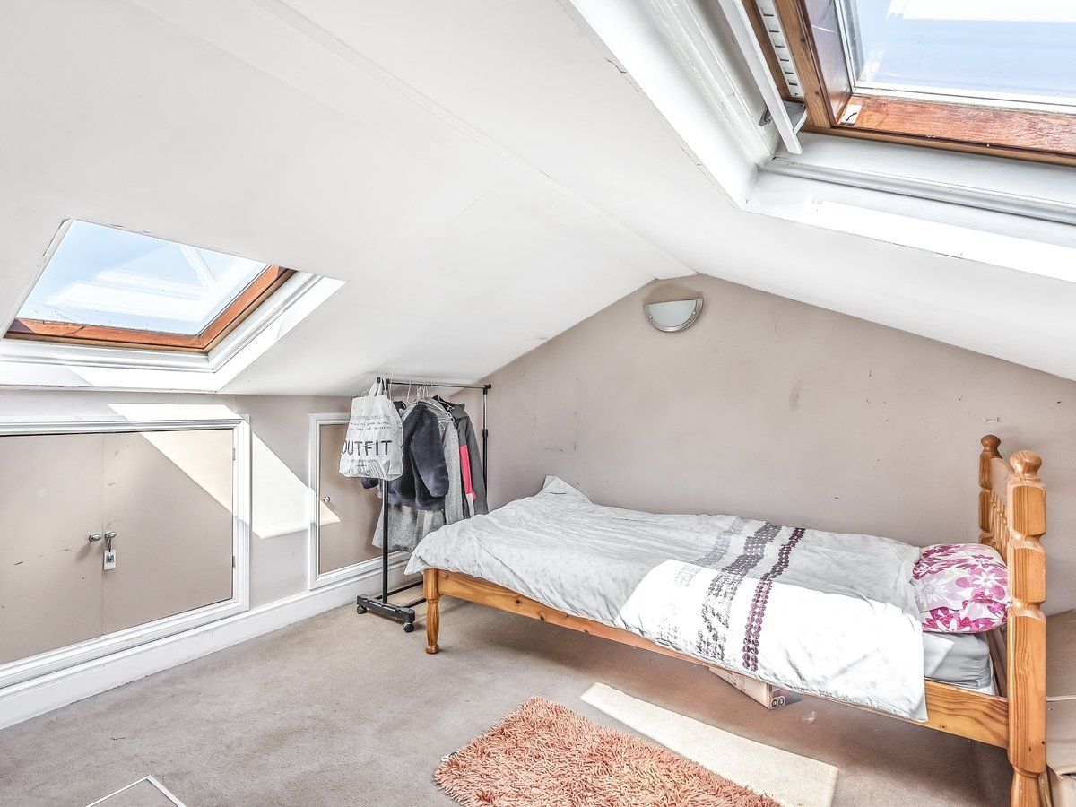 3 bedroom  House for sale in Northolt - Slide 7