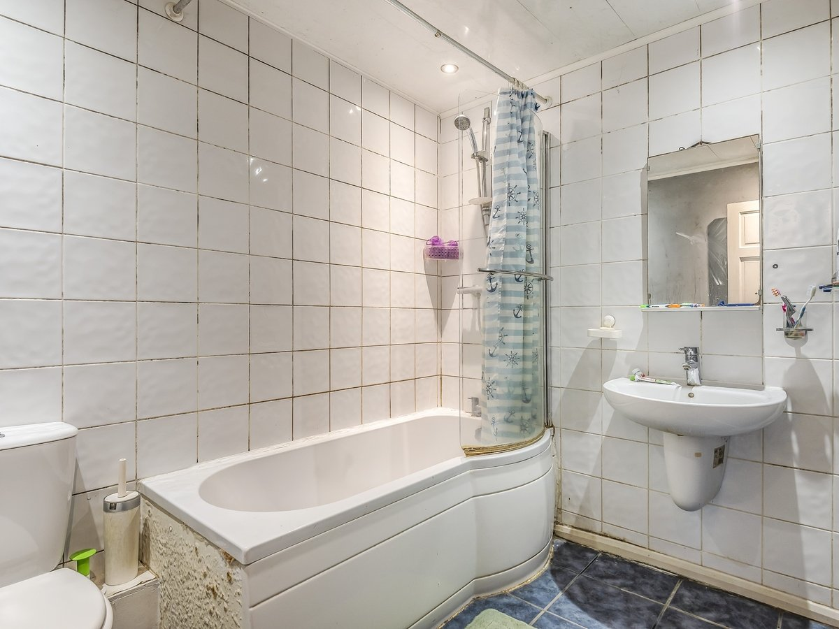 3 bedroom  House for sale in Northolt - Slide 8