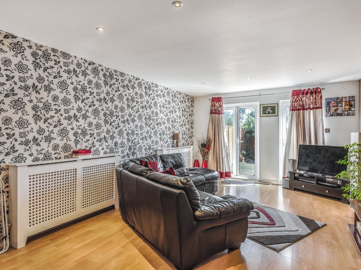 3 bedroom  House for sale in Northolt - Slide 1