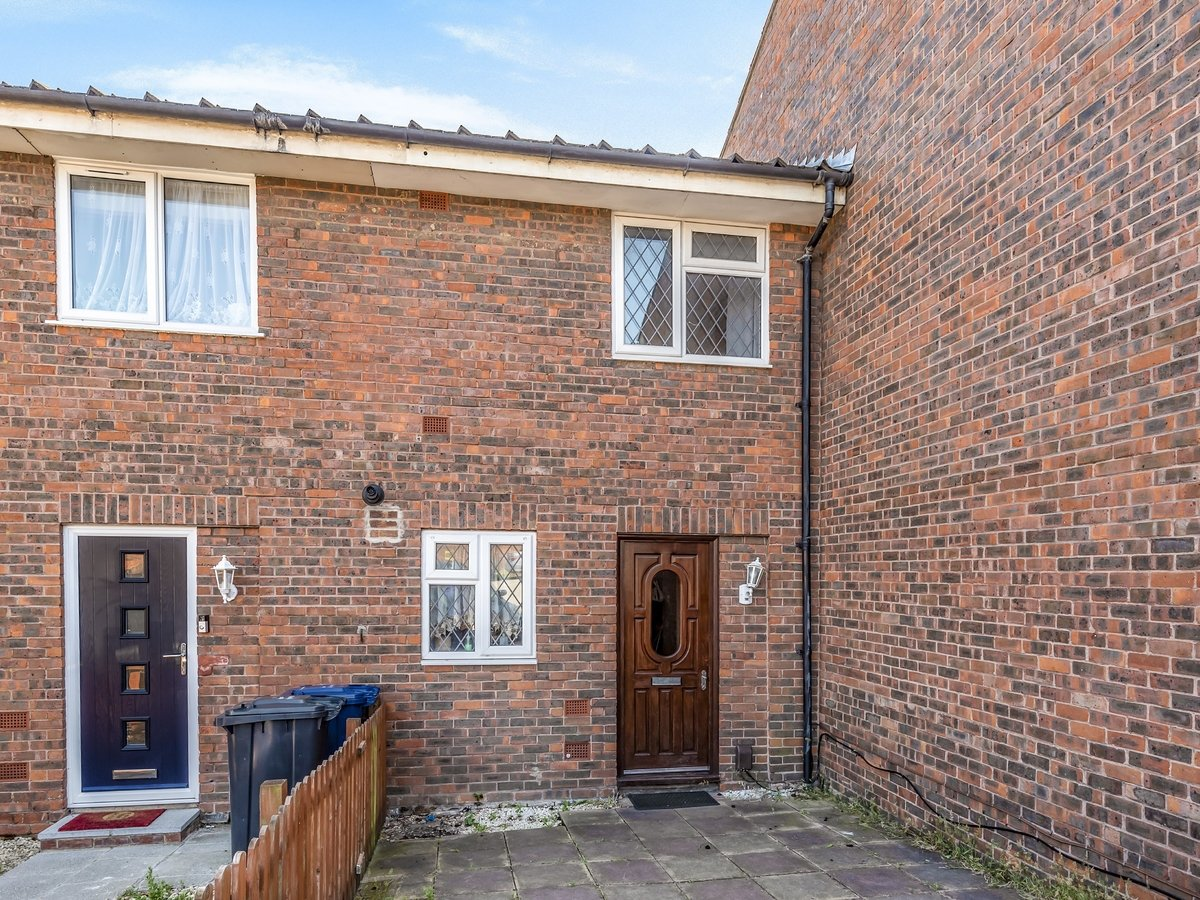 3 bedroom  House for sale in Northolt - Slide 3