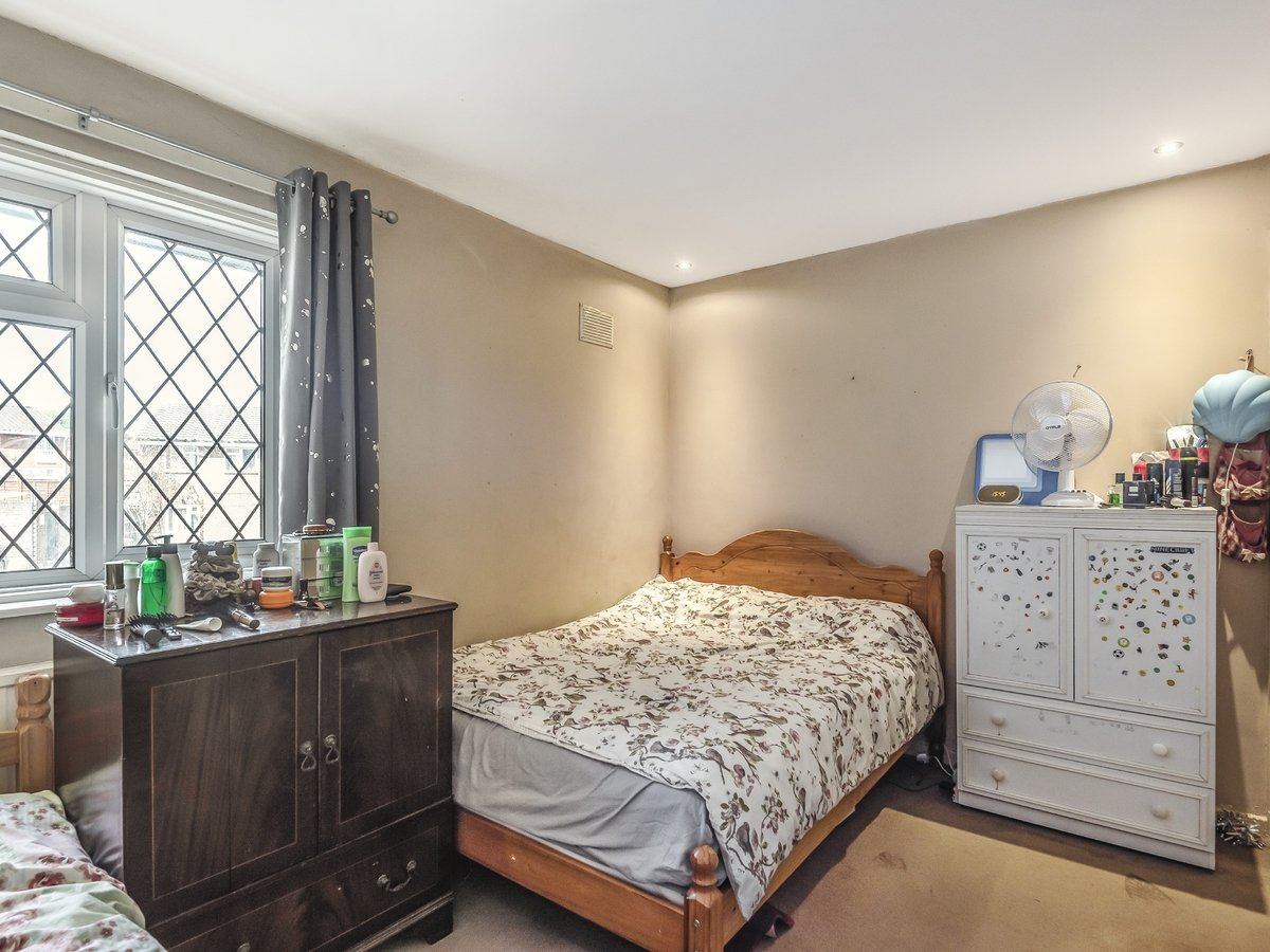 3 bedroom  House for sale in Northolt - Slide 5