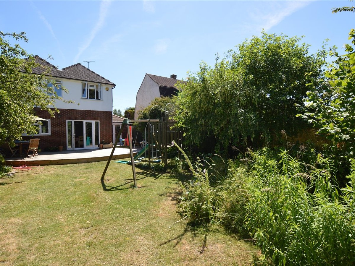House - Detached for sale in Dunstable - Slide 17