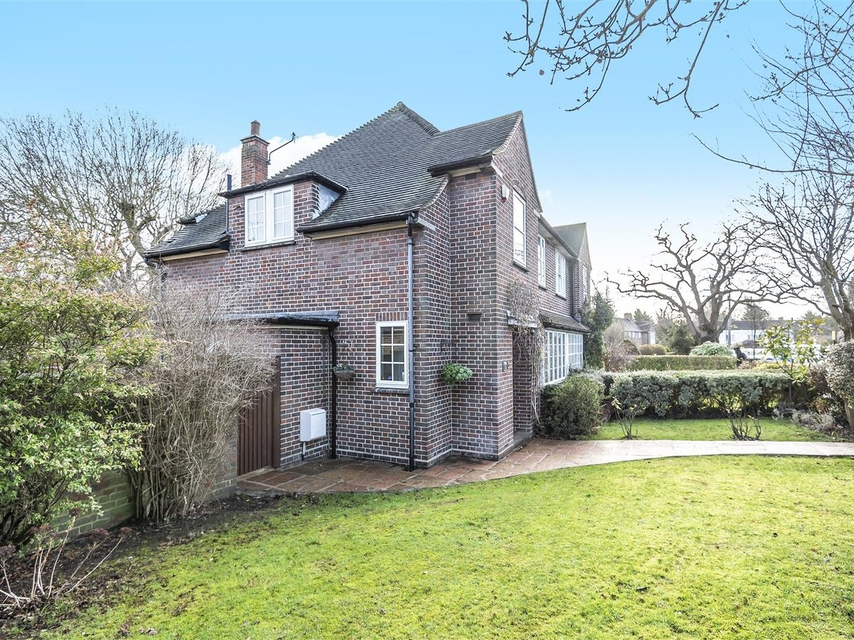 House - Semi-Detached for sale in Pinner - Slide 1