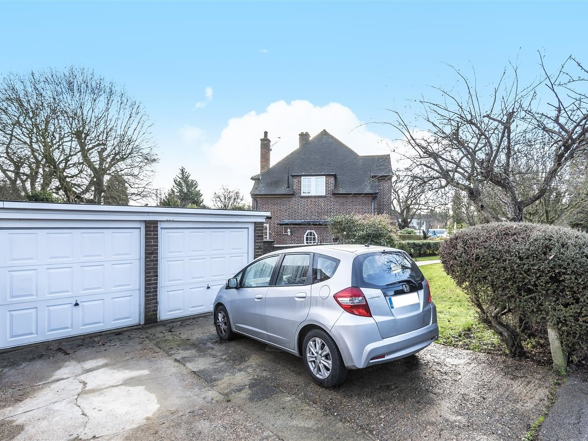 House - Semi-Detached for sale in Pinner - Slide 9