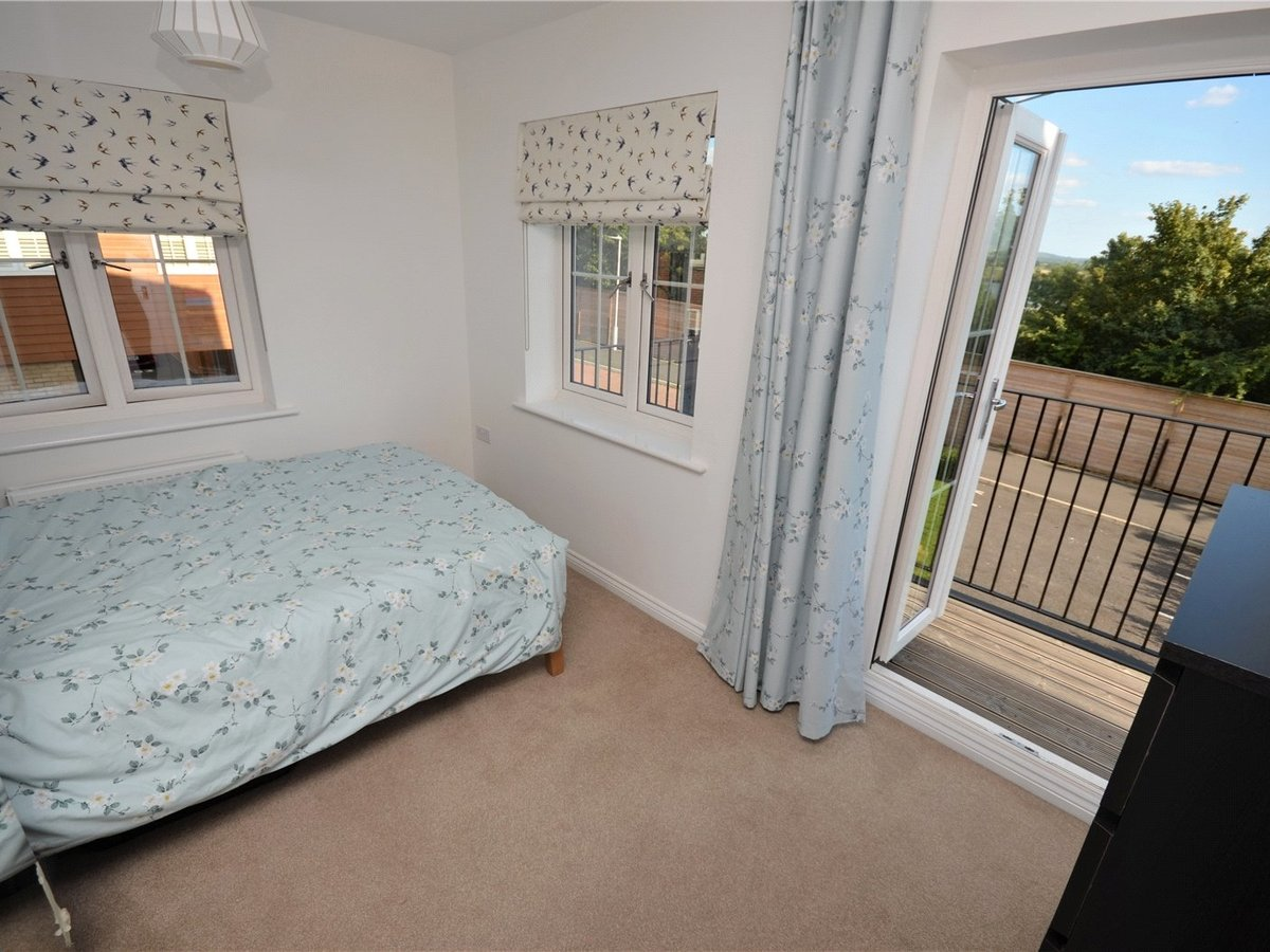2 bedroom  Flat/Apartment for sale in Bedfordshire - Slide 4