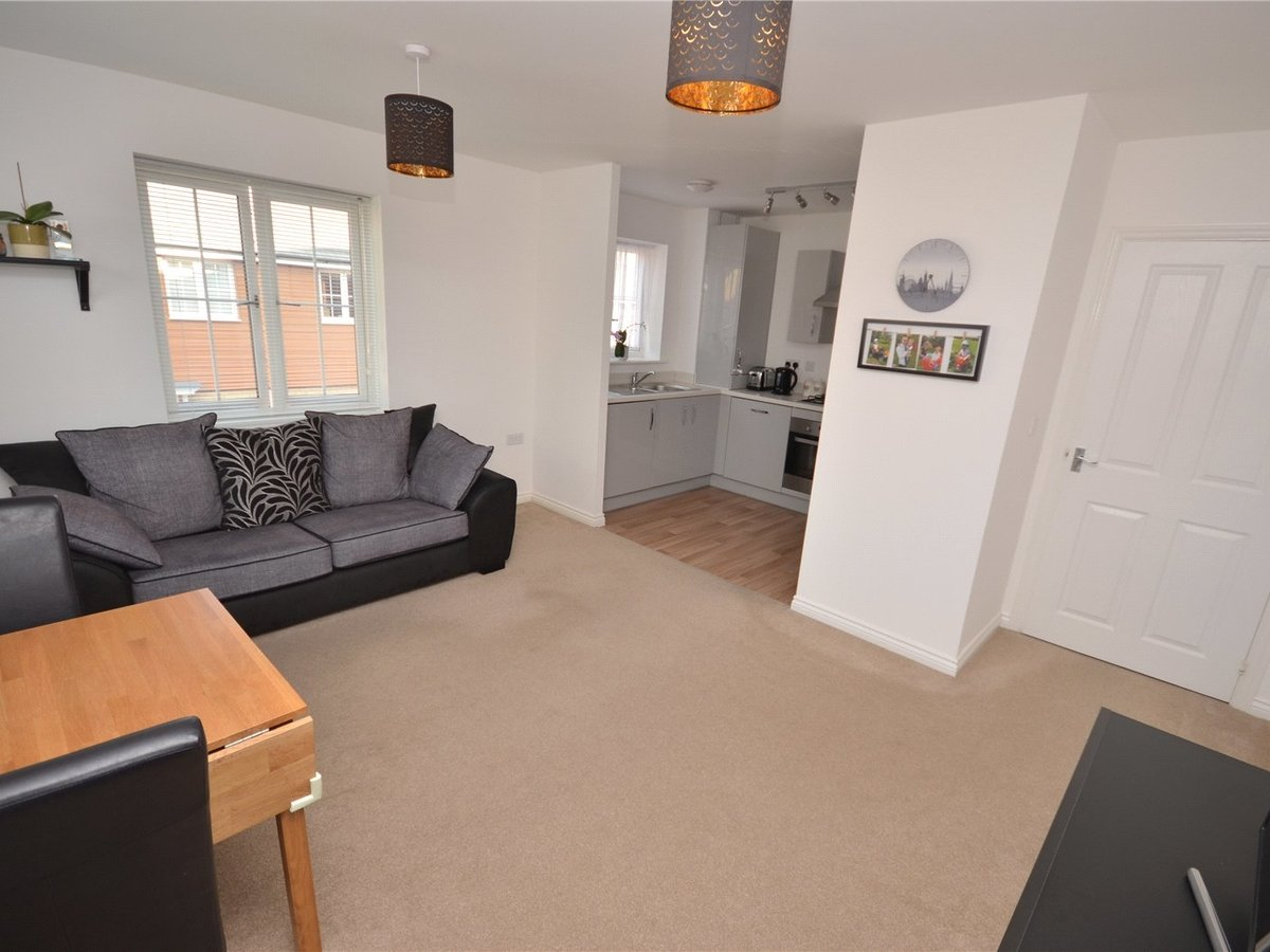2 bedroom  Flat/Apartment for sale in Bedfordshire - Slide 3