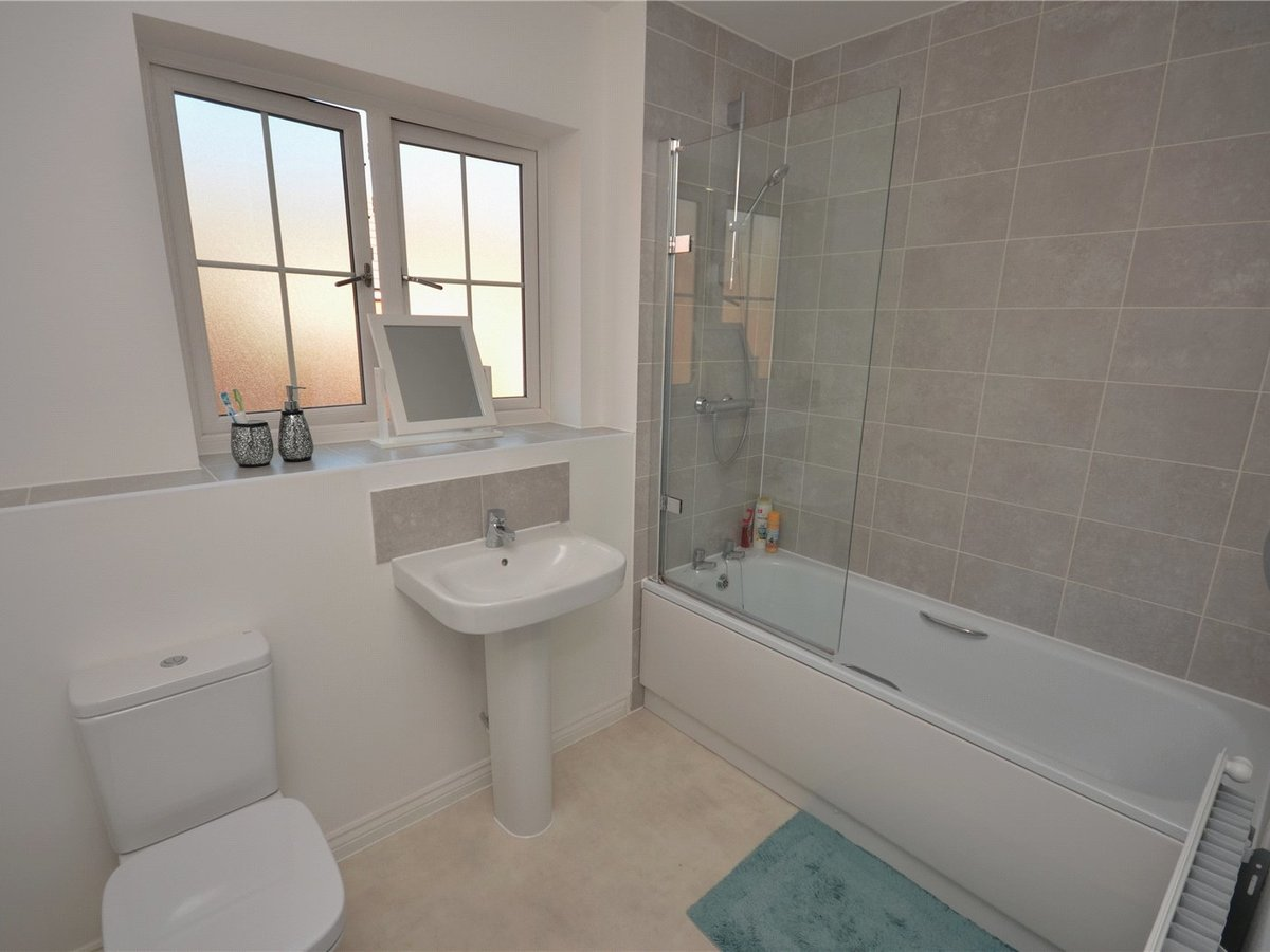 2 bedroom  Flat/Apartment for sale in Bedfordshire - Slide 8