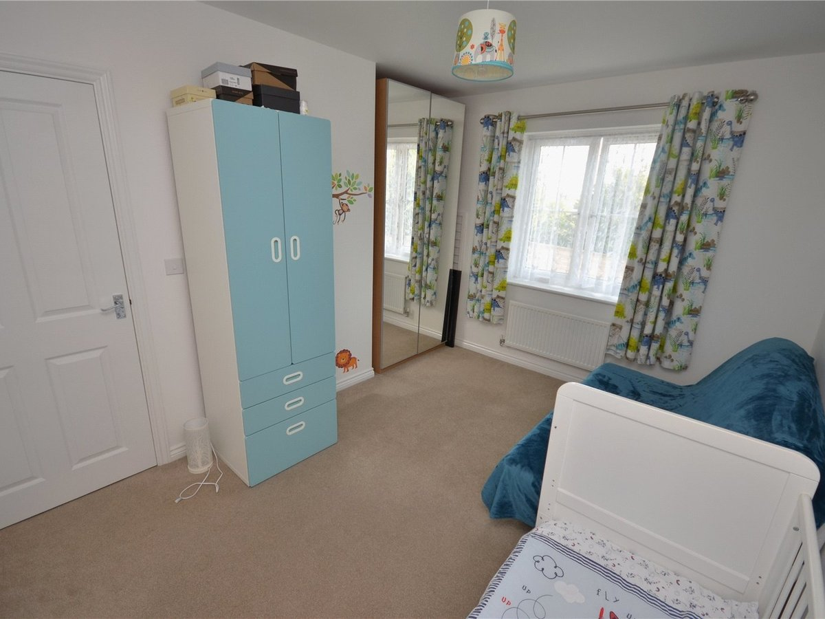 2 bedroom  Flat/Apartment for sale in Bedfordshire - Slide 9