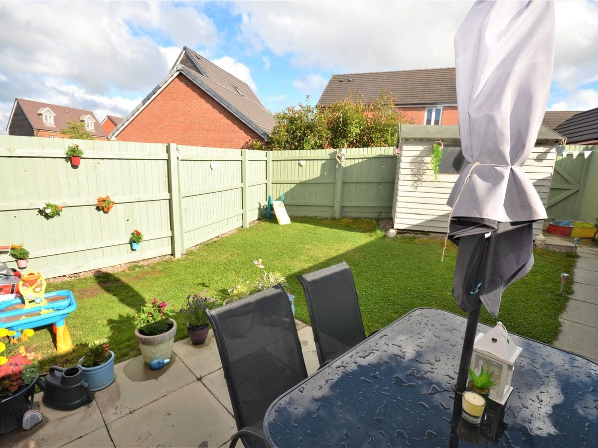 3 bedroom  House for sale in Bedfordshire - Slide 3