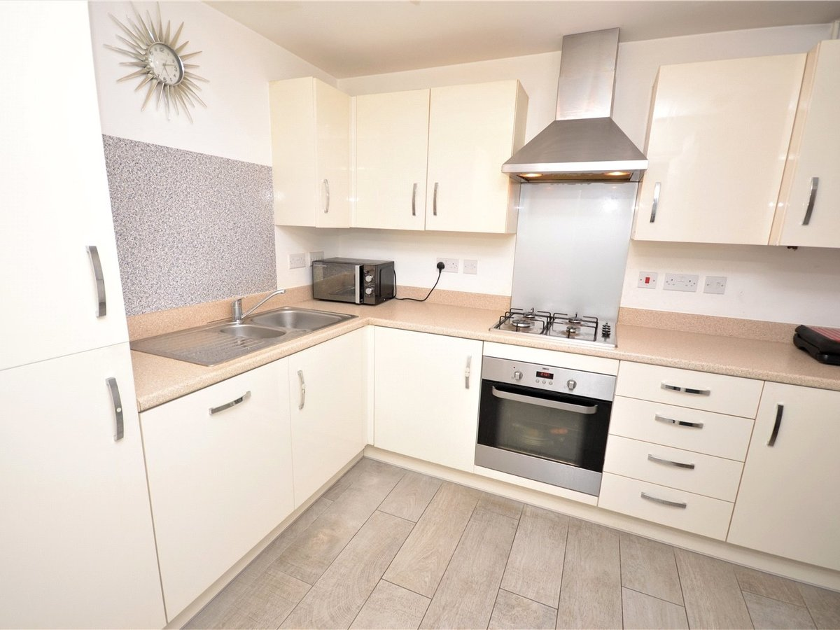 3 bedroom  House for sale in Bedfordshire - Slide 2