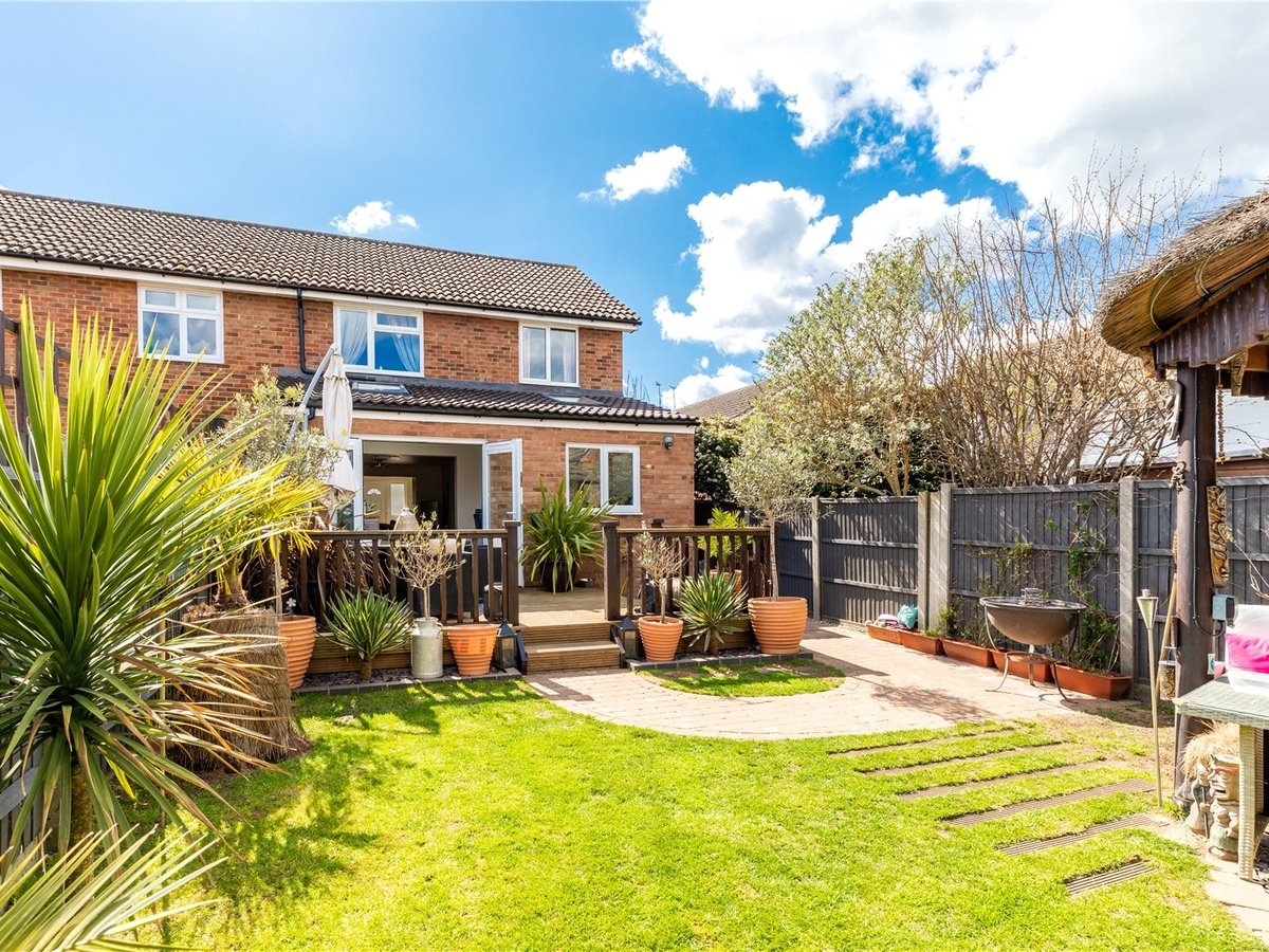 4 bedroom  House for sale in Leighton Buzzard - Slide 14