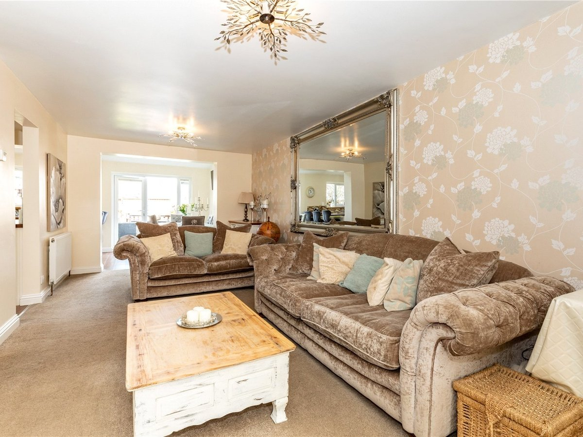 4 bedroom  House for sale in Leighton Buzzard - Slide 4