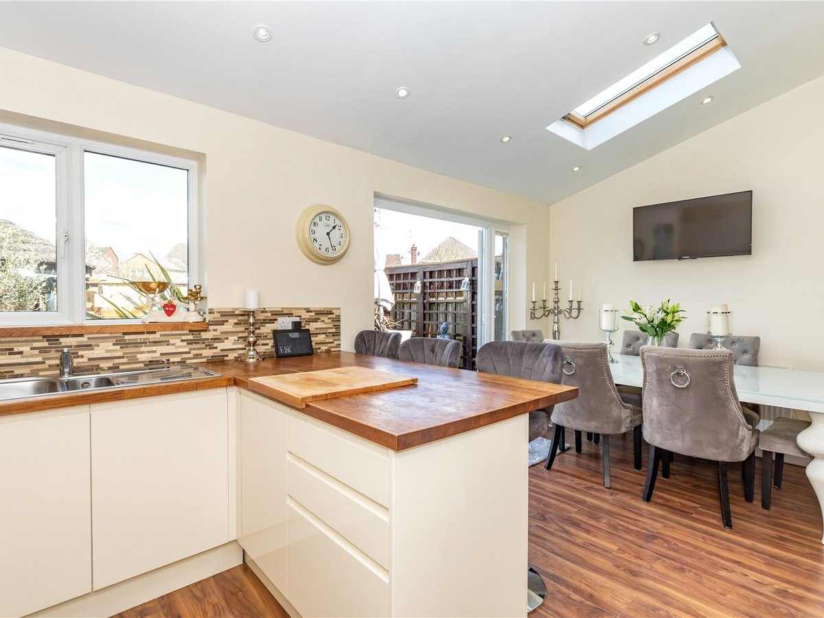 4 bedroom  House for sale in Leighton Buzzard - Slide 17