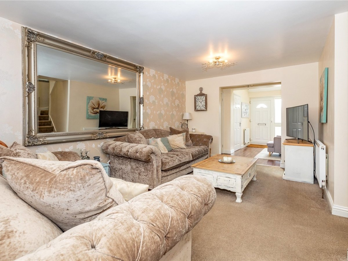 4 bedroom  House for sale in Leighton Buzzard - Slide 7