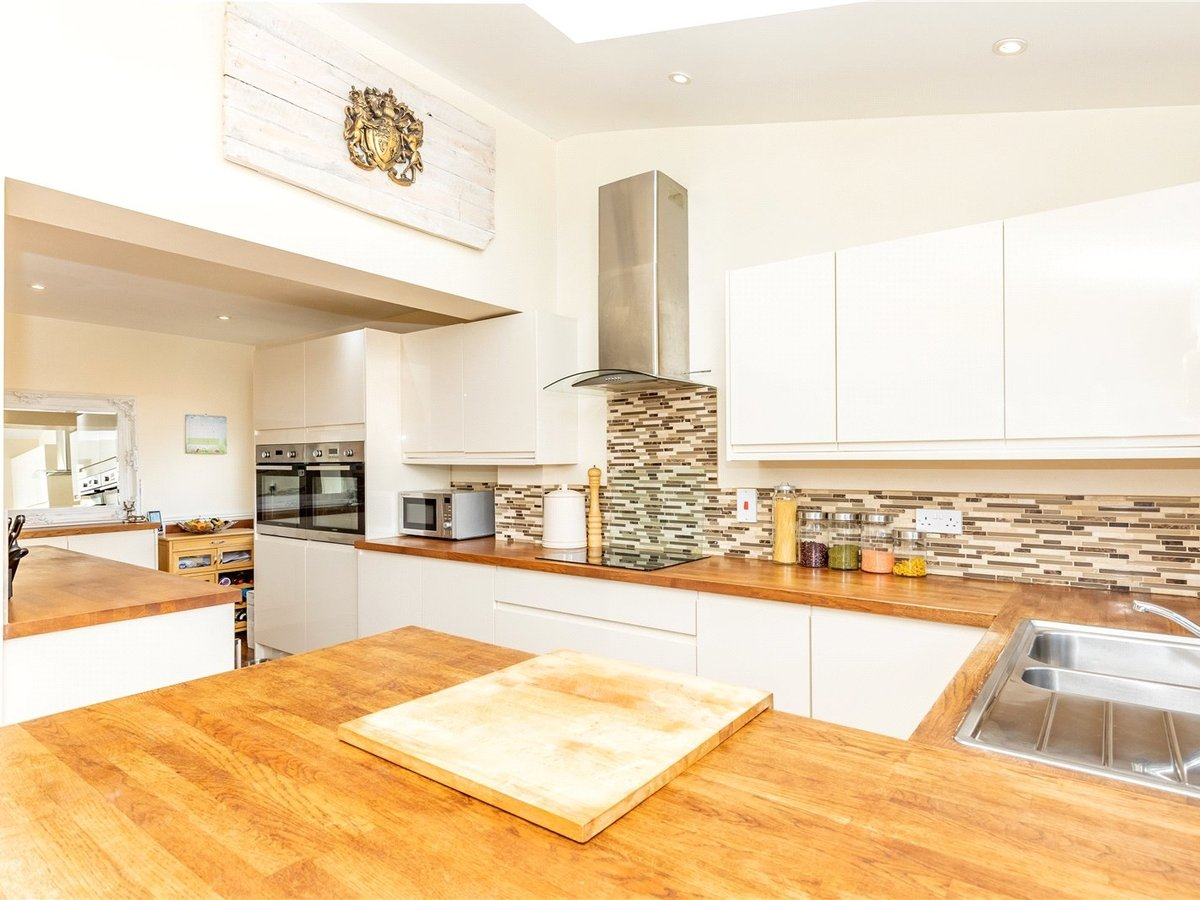 4 bedroom  House for sale in Leighton Buzzard - Slide 16