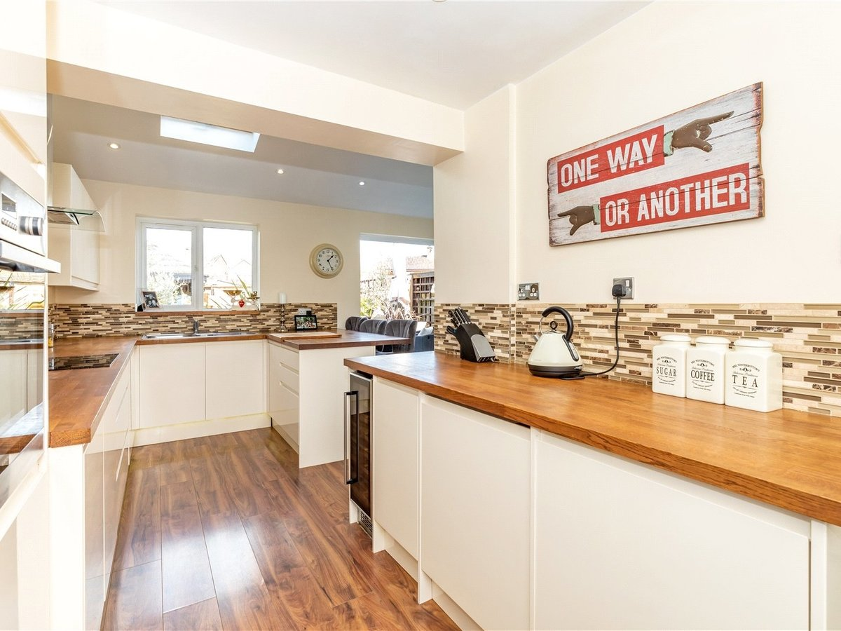 4 bedroom  House for sale in Leighton Buzzard - Slide 3