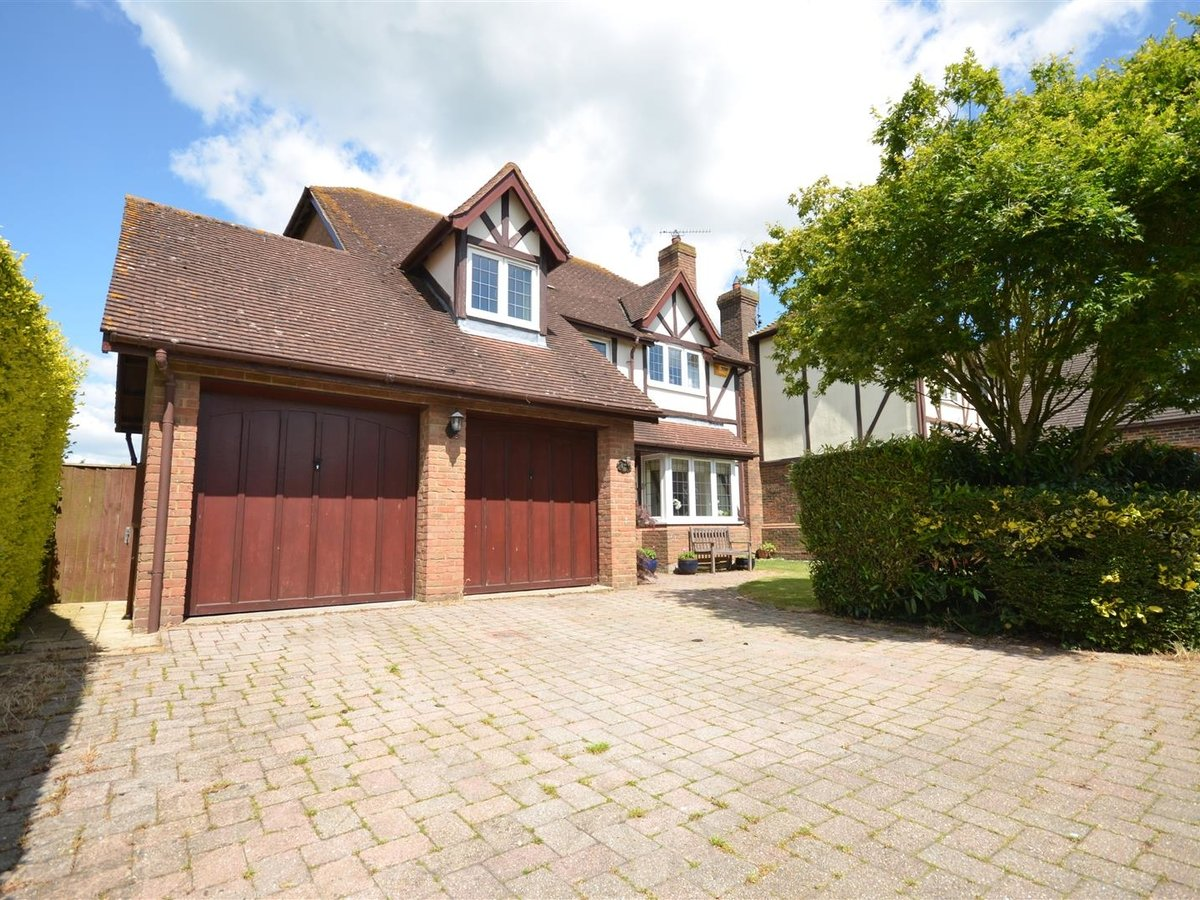 House - Detached for sale in Waddesdon - Slide 2