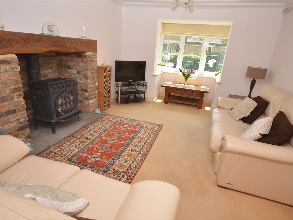 House - Detached for sale in Waddesdon - Slide 9